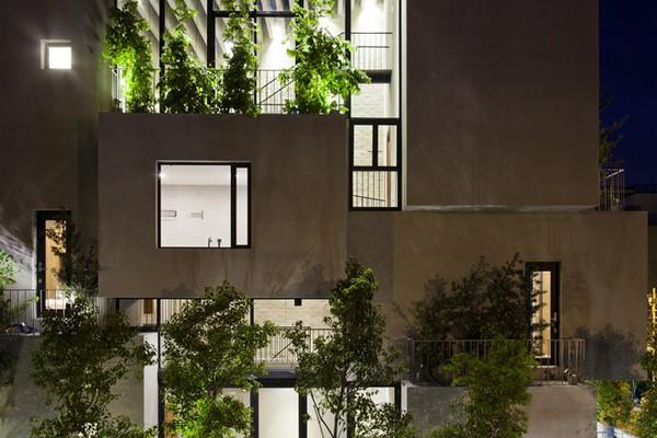 Ngắm ngôi nhà 184m² dù nhiều tường kính vẫn xanh mướt, mát rượi ở quận 6, Sài Gòn
