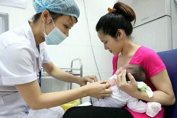 Nhiều trẻ ở Hà Nội lại nhập viện vì tiêm vaccine 1