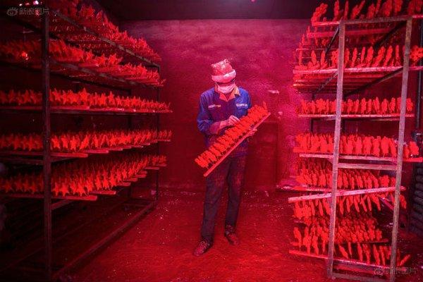 Ngôi làng sản xuất đồ Giáng sinh cho toàn thế giới 1