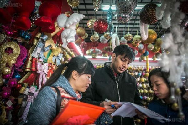 Ngôi làng sản xuất đồ Giáng sinh cho toàn thế giới 9