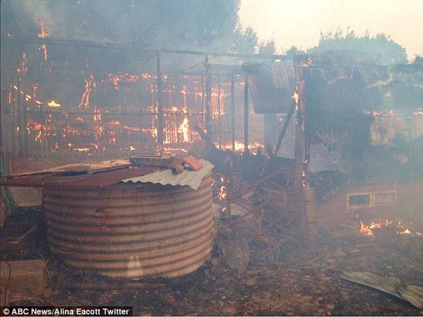 Cháy rừng nghiêm trọng ở Nam Úc, hàng nghìn người di cư 1