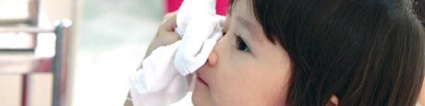 Có nên đeo kính râm khi bị đau mắt đỏ? 2
