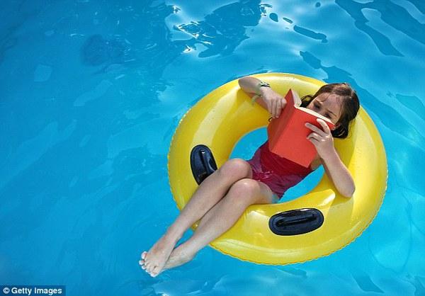 Chia sẻ của một chuyên gia da liễu về nguy cơ mắc bệnh khi đi bơi 1