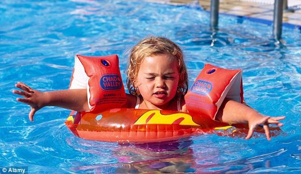 Chia sẻ của một chuyên gia da liễu về nguy cơ mắc bệnh khi đi bơi 2