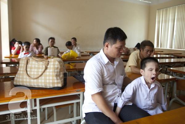 Xúc động ngày đầu tiên đi học của các bé khiếm thị  12
