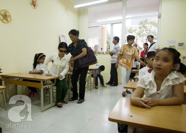 Xúc động ngày đầu tiên đi học của các bé khiếm thị  16
