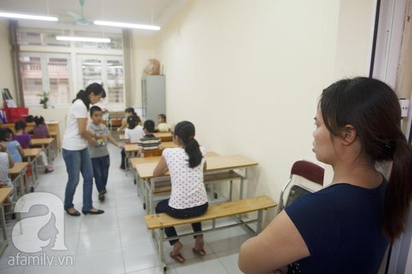 Xúc động ngày đầu tiên đi học của các bé khiếm thị  18