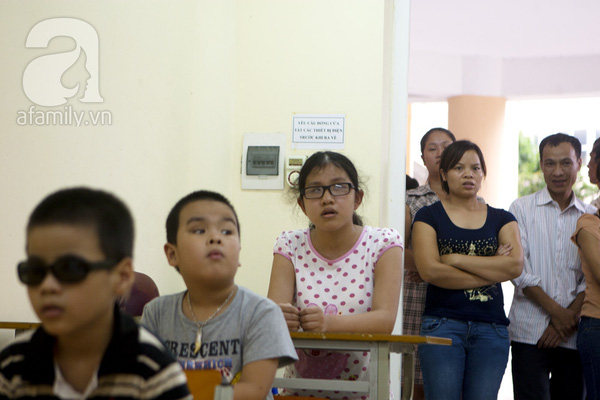Xúc động ngày đầu tiên đi học của các bé khiếm thị  19