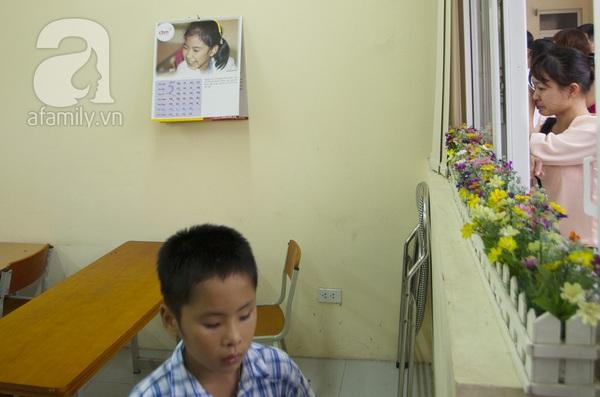 Xúc động ngày đầu tiên đi học của các bé khiếm thị  20