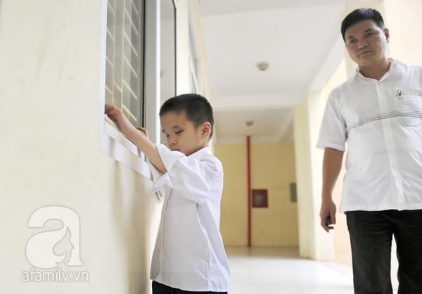 Xúc động ngày đầu tiên đi học của các bé khiếm thị  23