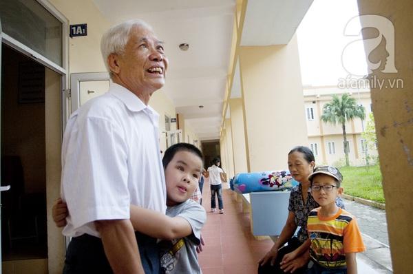 Xúc động ngày đầu tiên đi học của các bé khiếm thị  26
