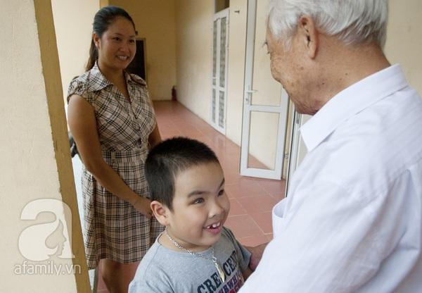 Xúc động ngày đầu tiên đi học của các bé khiếm thị  4