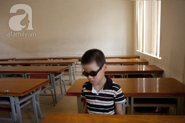 Xúc động ngày đầu tiên đi học của các bé khiếm thị  9