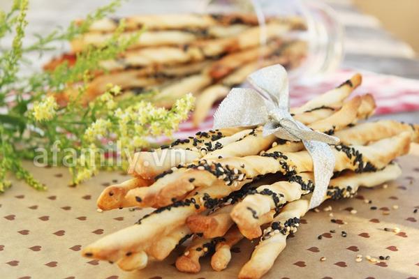 Tự làm bánh mỳ que giòn rụm thơm ngon 1