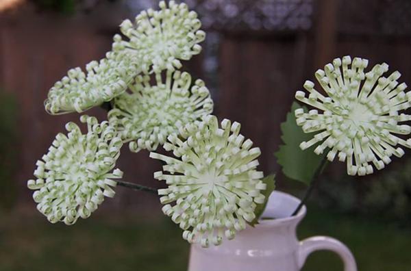 Làm hoa cúc xanh trang trí nhà thêm xinh 9