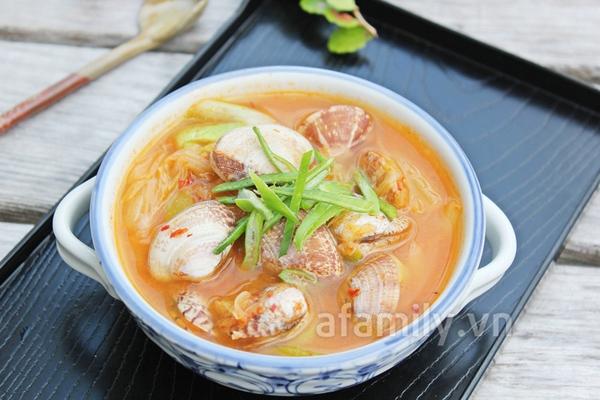 Nóng hổi bát canh nghêu kim chi cho bữa cơm ngày lạnh 1