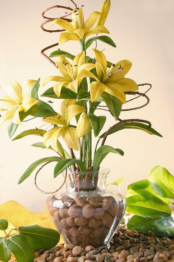 Làm bình hoa ly vàng rực rỡ đón năm mới 8