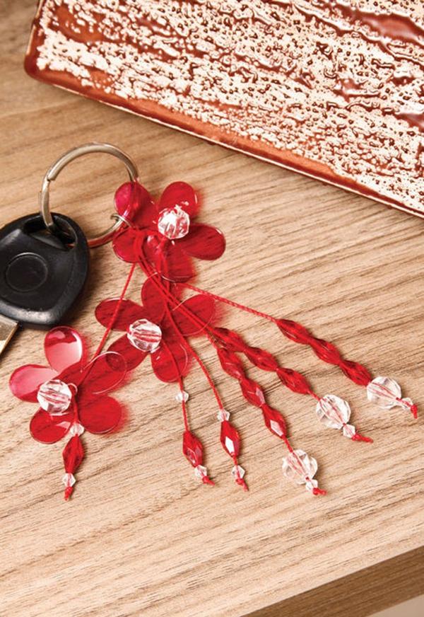 Tự chế móc treo chìa khóa từ vỏ chai nhựa cũ 9