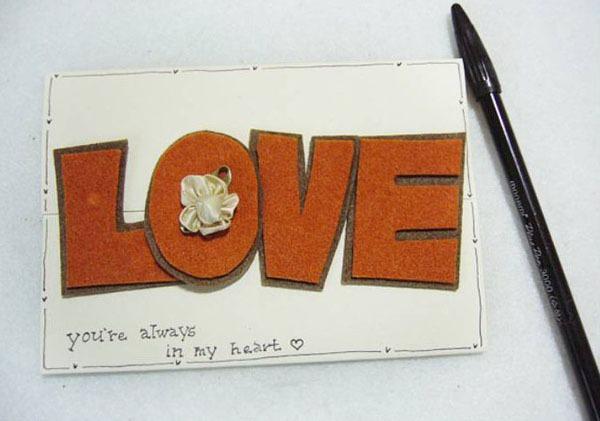 """Tự làm thiệp độc đáo với khóa cài bằng chữ """"LOVE"""" 1"""