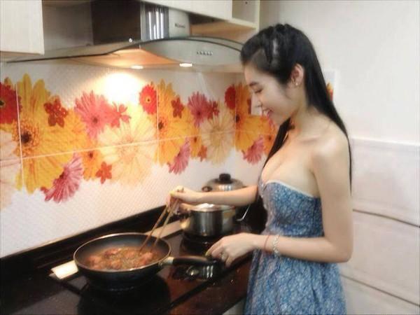 Học Elly Trần cách làm sườn chiên sả ớt cực ngon 1
