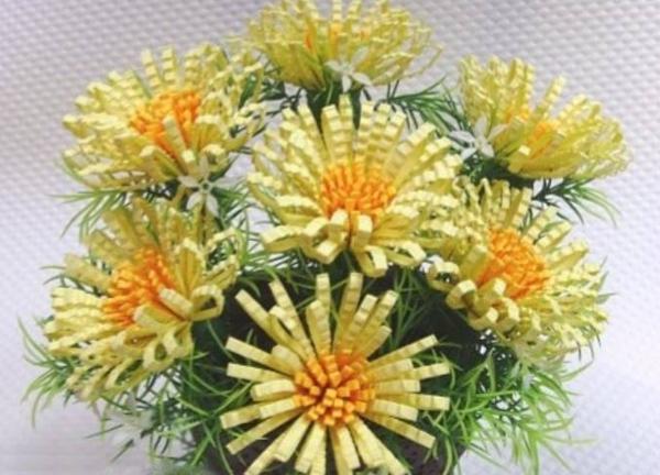 Cách làm hoa cúc giấy vàng rực đượm sắc thu 11