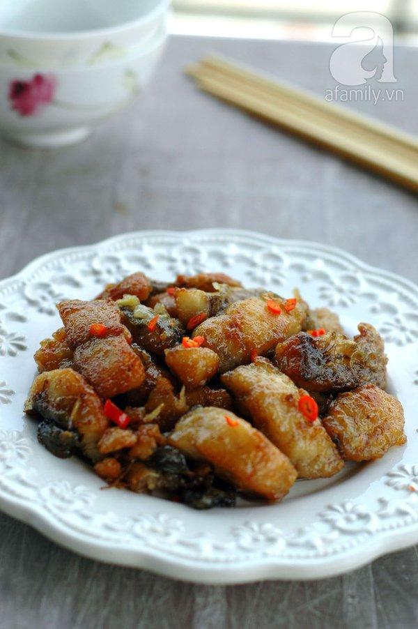 Thực đơn cơm tối: cá rán mắm gừng và rau bí xào tỏi 1