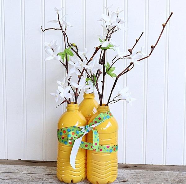 3 bước đơn giản tái chế chai nhựa thành lọ cắm hoa 1