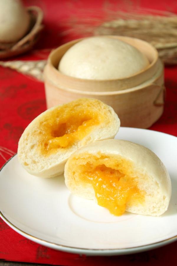 Bánh bao nhân trứng muối đậm đà lạ miệng 19