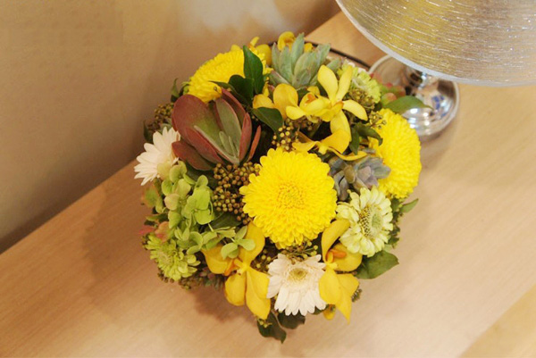 Kết quả hình ảnh cho cắm hoa với đá