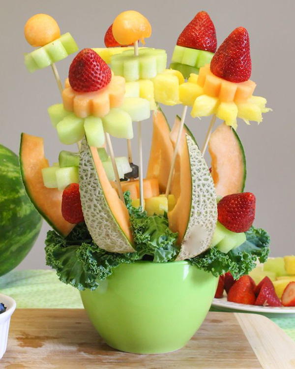 Cắt tỉa trái cây thành bình hoa trang trí xinh yêu 14