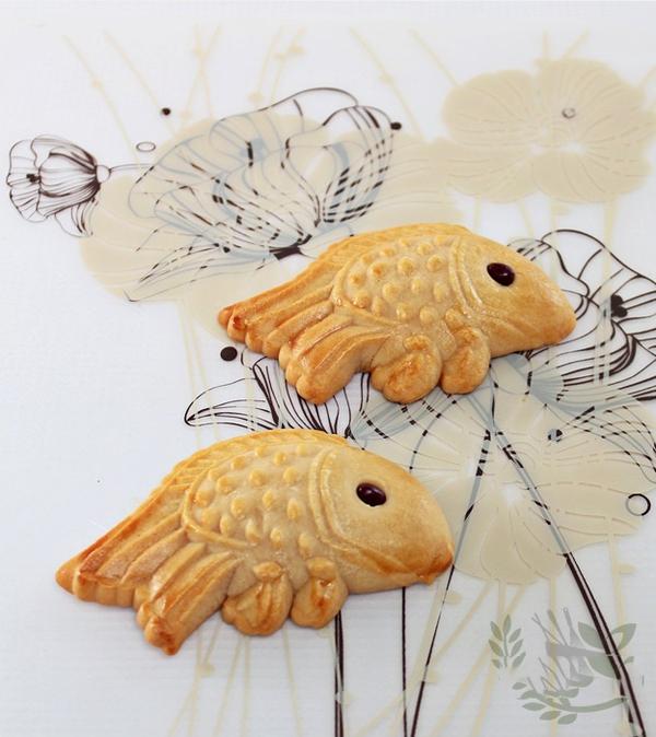 Làm bánh Trung thu con cá tặng bé yêu dịp Rằm tháng tám 15