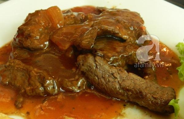 Sài Gòn: Quá rẻ một suất bò bít tết bánh mì... bụng béo 2