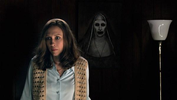 """Với phần 2, đạo diễn James Wan đã kết hợp 2 vụ điều tra hiện tượng siêu  nhiên nổi tiếng nhất lịch sử là """"Yêu tinh vùng Enfield"""" và """"Căn nhà  Amityville""""."""