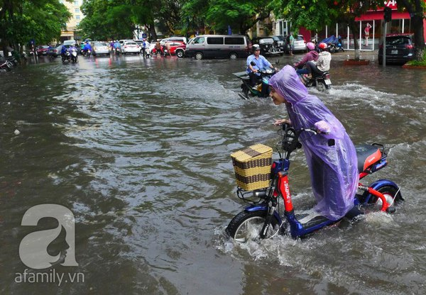 Hà Nội ngập nặng sau trận mưa trắng trời 7