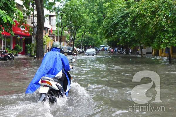 Hà Nội ngập nặng sau trận mưa trắng trời 9