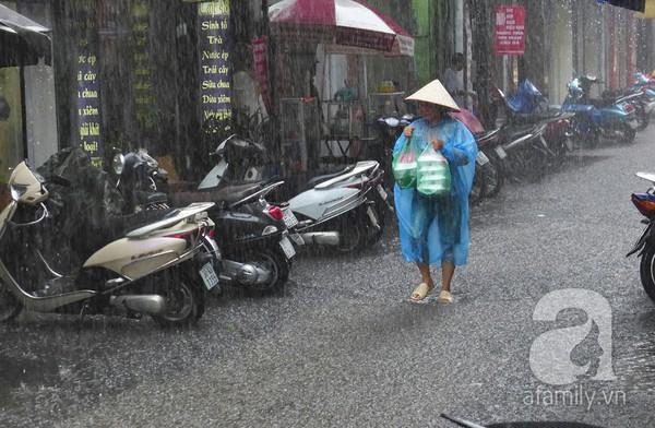 Hà Nội ngập nặng sau trận mưa trắng trời 1