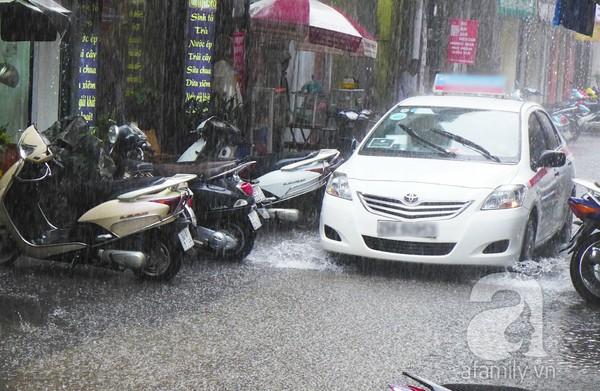 Hà Nội ngập nặng sau trận mưa trắng trời 2