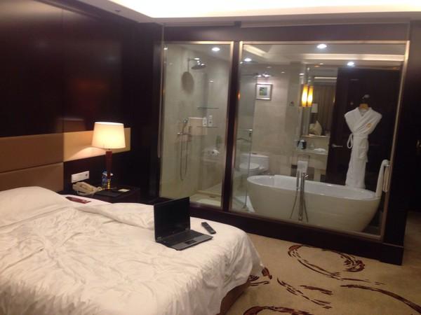 Kết quả hình ảnh cho tấm kinh trắng trong khách sạn