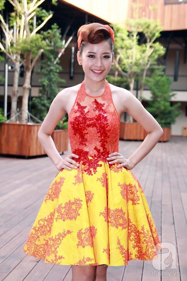 Bạn nhảy tình cảm nâng váy cho Angela Phương Trinh 13