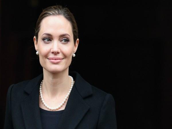 Angelina Jolie - Biến cố cuộc đời đến những quyết định vĩ đại 7