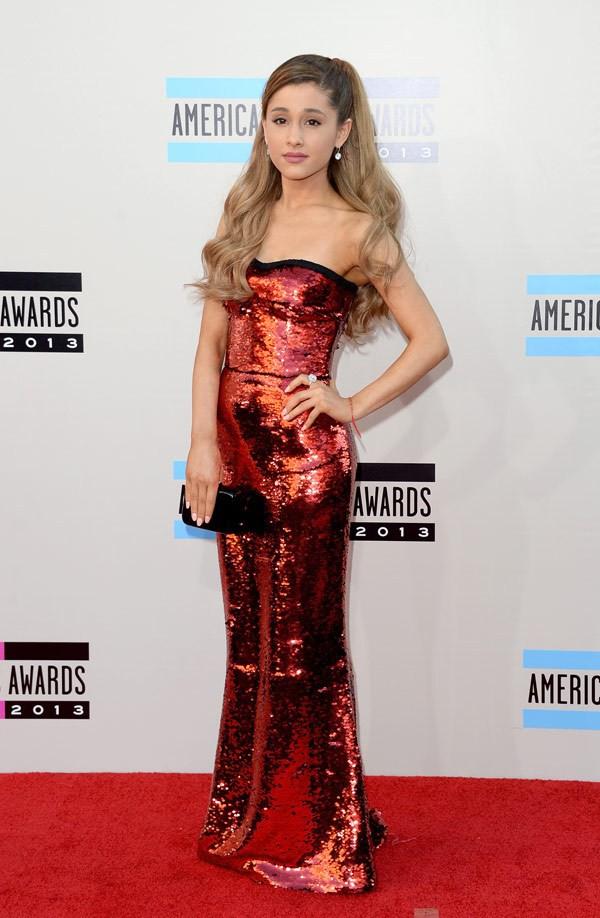 Hai bố con Miley Cyrus thu hút sự chú ý trên thảm đỏ AMAs 12