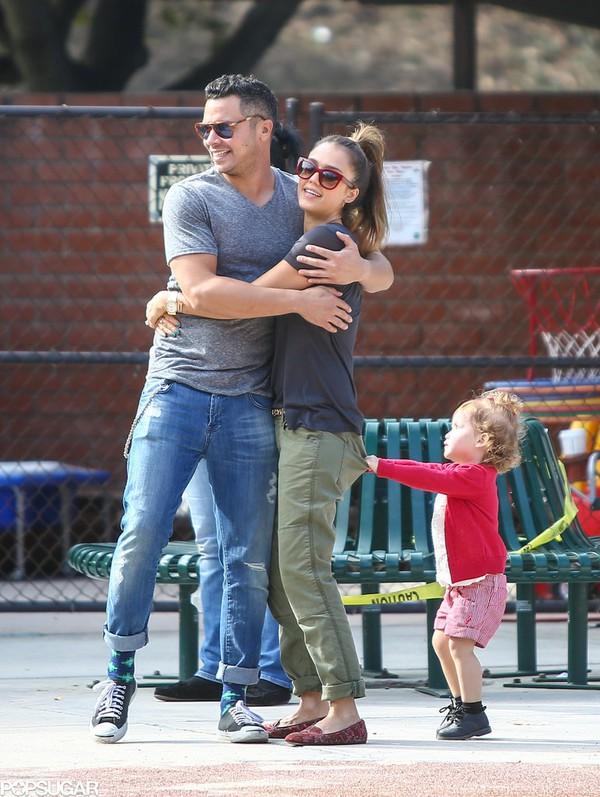 Ngắm gia đình tràn ngập hạnh phúc của Jessica Alba 5