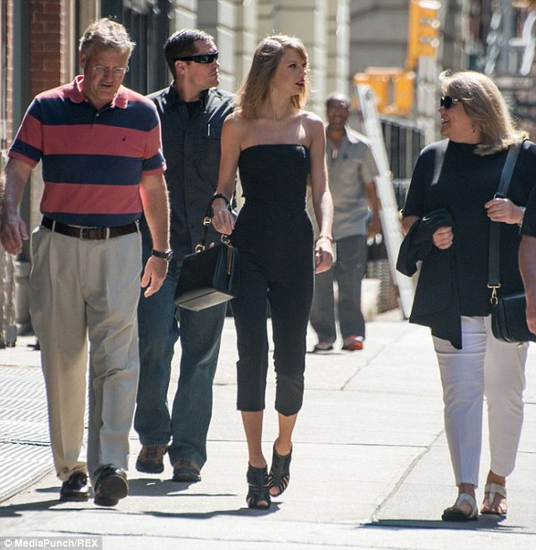 Gia đình Taylor Swift gây chú ý với chiều cao vượt trội  1