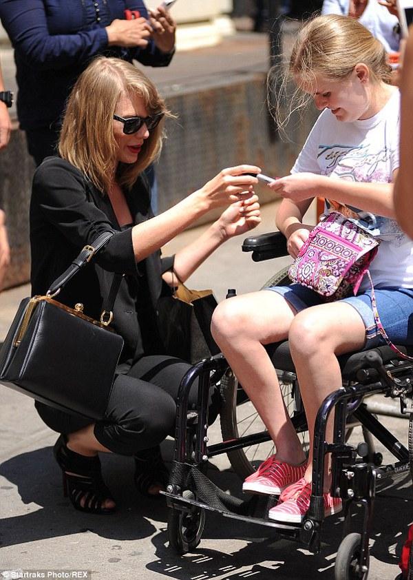 Gia đình Taylor Swift gây chú ý với chiều cao vượt trội  7