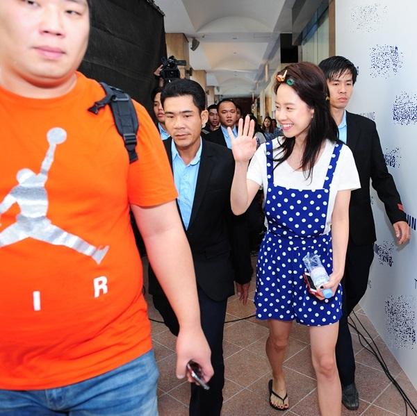 Kim Woo Bin cực điển trai trong buổi quay đầu tiên ở Việt Nam 3