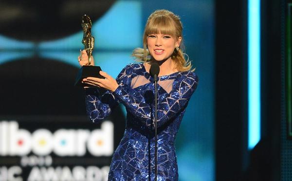 Taylor Swift xinh đẹp đại thắng giải Billboard 2013 4