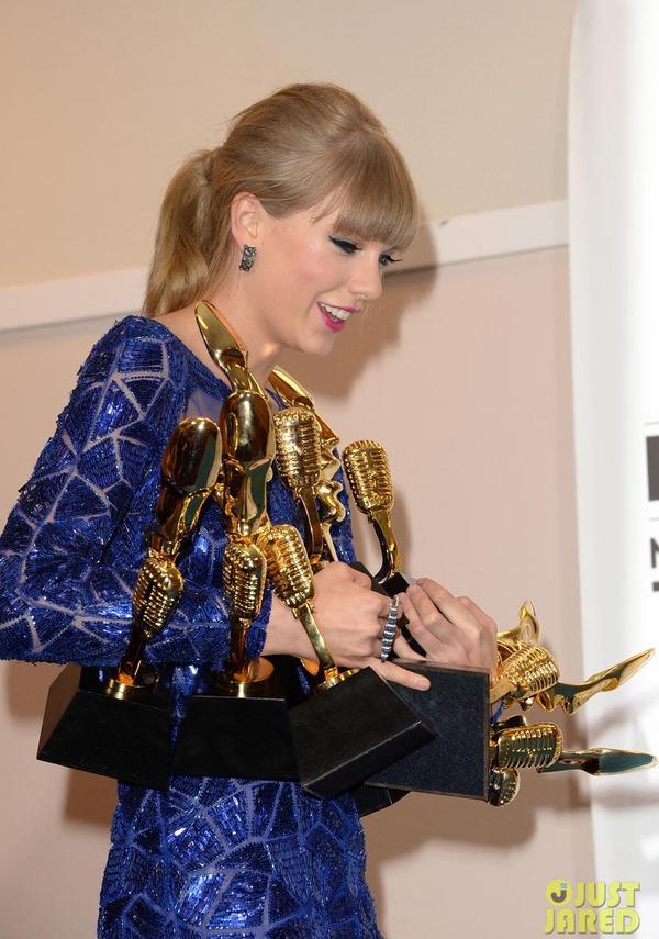Taylor Swift xinh đẹp đại thắng giải Billboard 2013 2