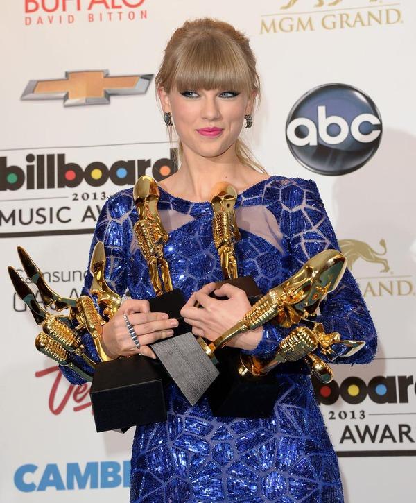 Taylor Swift xinh đẹp đại thắng giải Billboard 2013 3