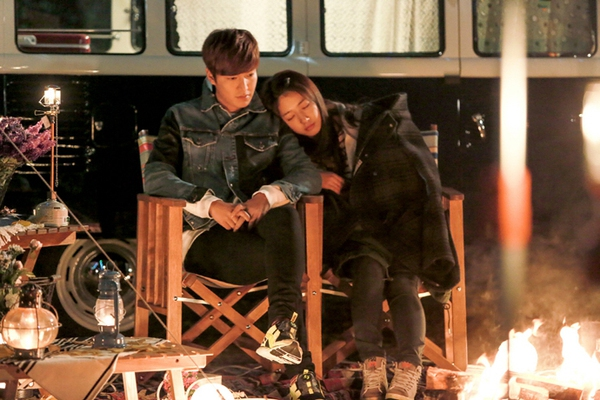 Park Shin Hye tựa đầu tình tứ trên vai Lee Min Ho 3
