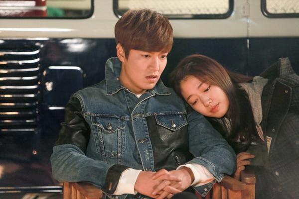 Park Shin Hye tựa đầu tình tứ trên vai Lee Min Ho 4